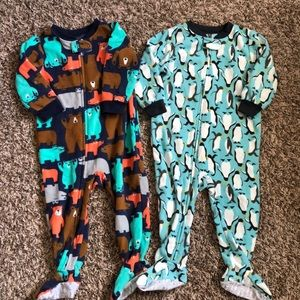 2 pair of carters fleece footie pajamas